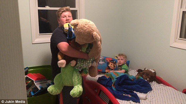WATCH: Big Brother Tells Bed-time Story to his Little Brother & Their Dad Caught it on Camera