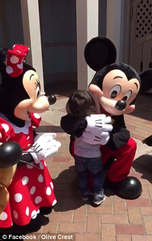 Minnie and Mickey surprise Deaf Toddler by Using Sign Language at Disneyland