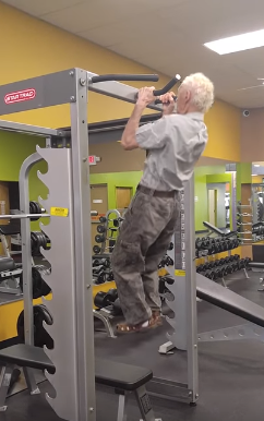 90-Year-Old Man Does 24 Pull-ups For His Birthday