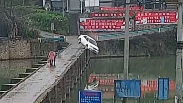 New Driver Crashes His Car Into River... 10 Minutes After Passing the Driving Test