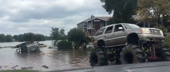 Rednecks in Texas Pull National Guard Out of Flooded Water