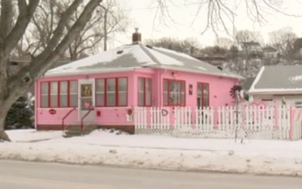 Homeowner Paints His House to Match Each Holiday